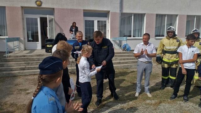 Дети - герои. В пгт. Приморский чествовали мальчишек и девчонок, отважно тушивших пожар